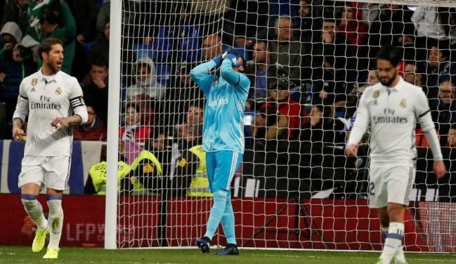 Zidane dau dau khi Navas mac sai lam anh 1