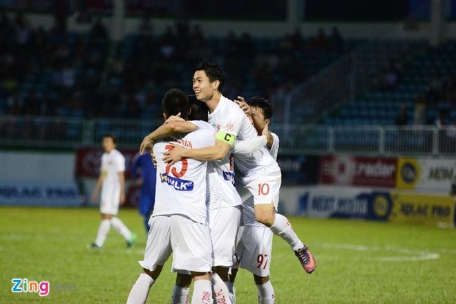 Doi bong cua Cong Vinh thua 0-1 truoc Binh Duong hinh anh 9