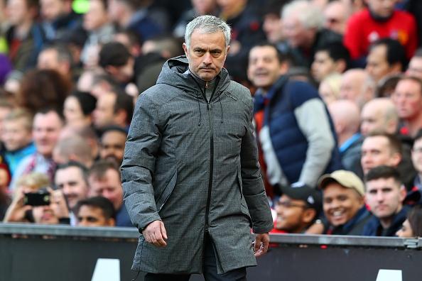 Mourinho khong hay hon Van Gaal khi dan dat MU hinh anh 1