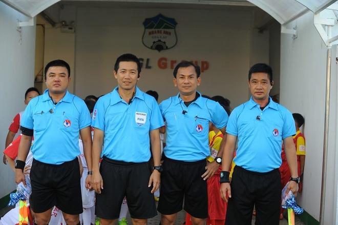 Trong tai chi mat canh cao Thanh Luong cua CLB Ha Noi hinh anh 6