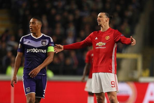 Jose Mourinho che tien dao MU cau tha anh 1