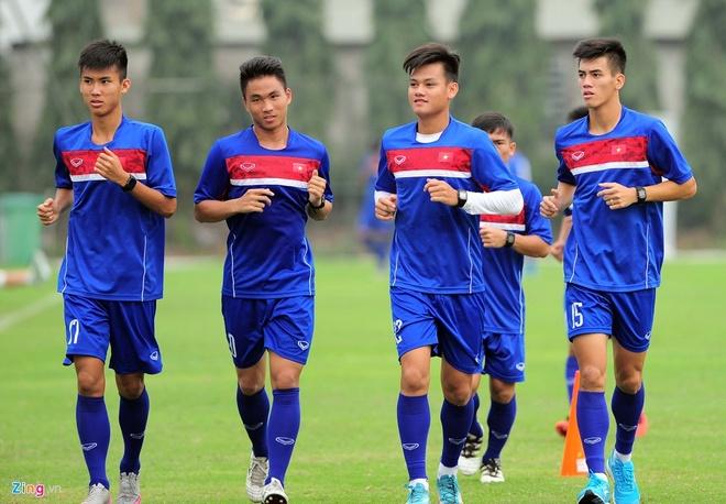 U20 Viet Nam loai 3 cau thu, kem them HLV Huu Thang di Duc hinh anh 1