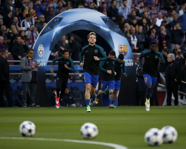 Messi gay that vong, Barca bi loai khoi Champions League hinh anh 15