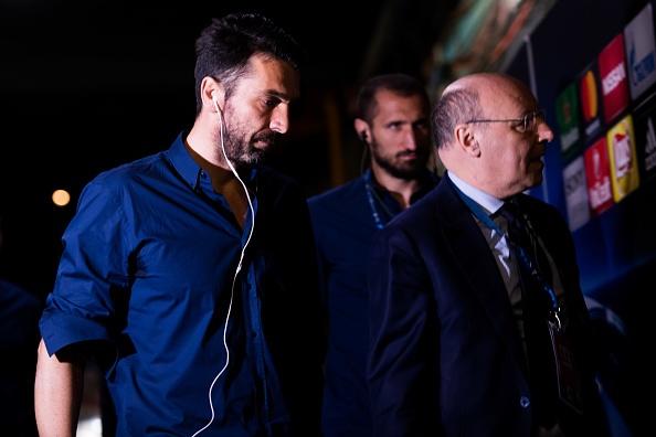 Messi gay that vong, Barca bi loai khoi Champions League hinh anh 14