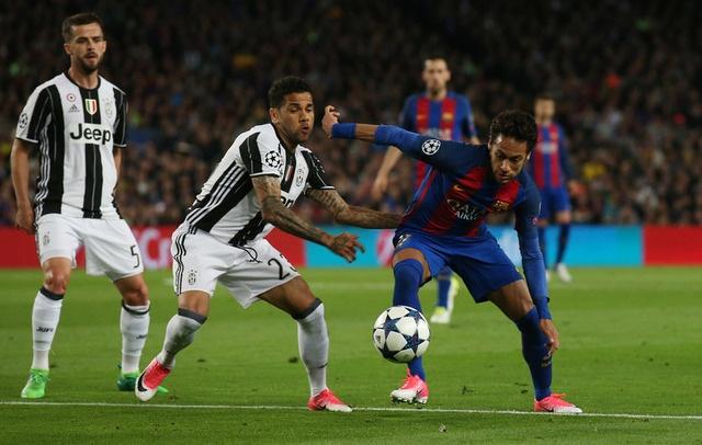 Messi gay that vong, Barca bi loai khoi Champions League hinh anh 23