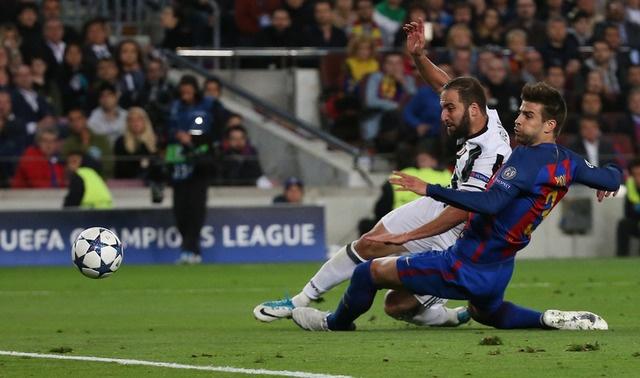 Messi gay that vong, Barca bi loai khoi Champions League hinh anh 24