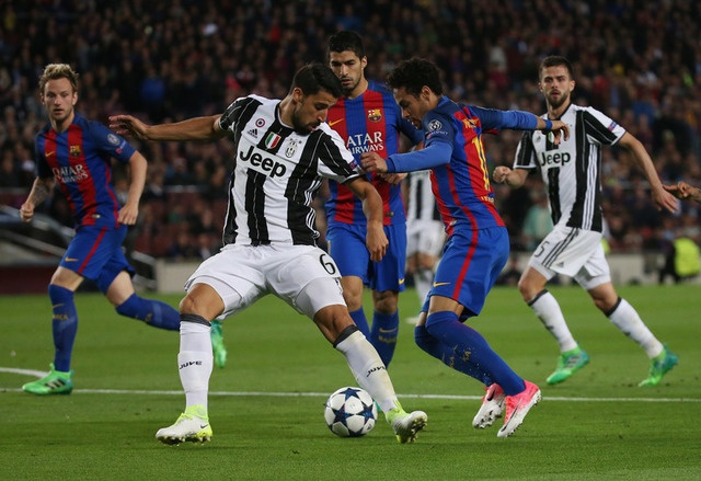 Messi gay that vong, Barca bi loai khoi Champions League hinh anh 31