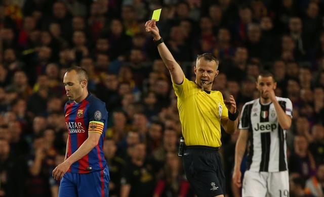 Messi gay that vong, Barca bi loai khoi Champions League hinh anh 25