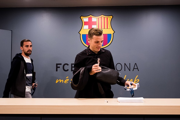 Messi gay that vong, Barca bi loai khoi Champions League hinh anh 7
