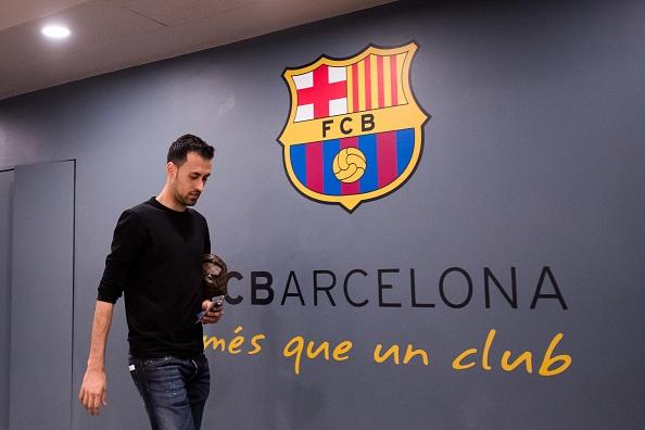 Messi gay that vong, Barca bi loai khoi Champions League hinh anh 8