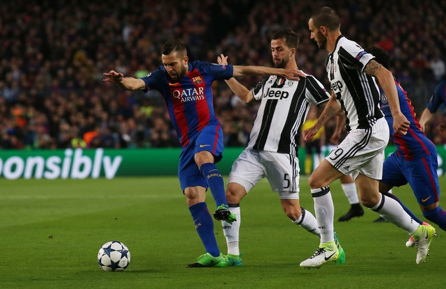 Messi gay that vong, Barca bi loai khoi Champions League hinh anh 18