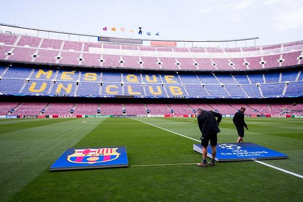 Messi gay that vong, Barca bi loai khoi Champions League hinh anh 10