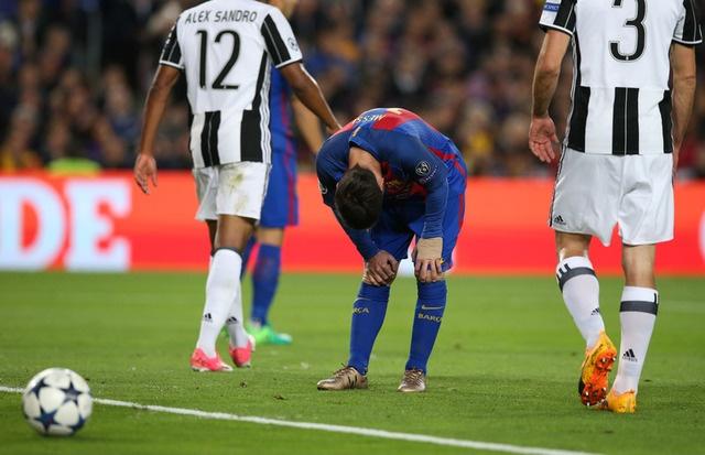 Messi gay that vong, Barca bi loai khoi Champions League hinh anh 22