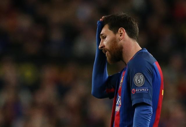 Messi gay that vong, Barca bi loai khoi Champions League hinh anh 33