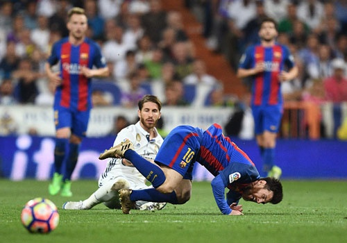 Sergio Ramos: 'Toi khong co y dinh triet ha Messi hinh anh