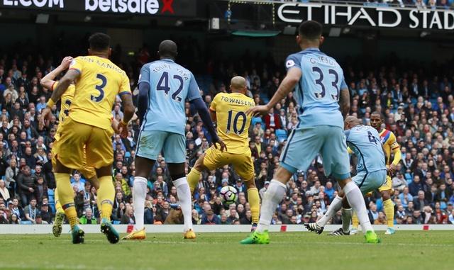 Man City vs Crystal Palace (5-0): Thay tro Guardiola vao top 3 hinh anh 18