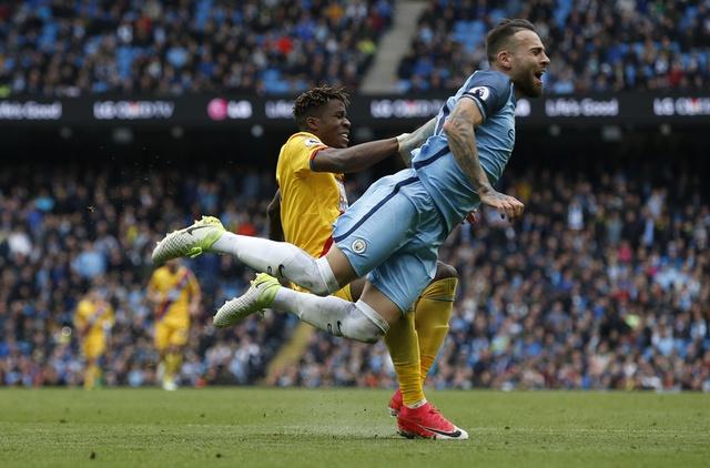 Man City vs Crystal Palace (5-0): Thay tro Guardiola vao top 3 hinh anh 20