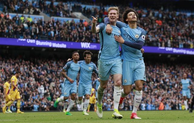 Man City vs Crystal Palace (5-0): Thay tro Guardiola vao top 3 hinh anh 1