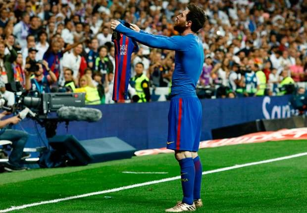 Messi huong toi ky luc giay vang chau Au cua Ronaldo hinh anh 1