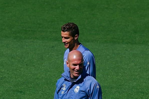 Zidane giao nhiem vu ghi ban cho Ronaldo, benh vuc Benzema hinh anh 1