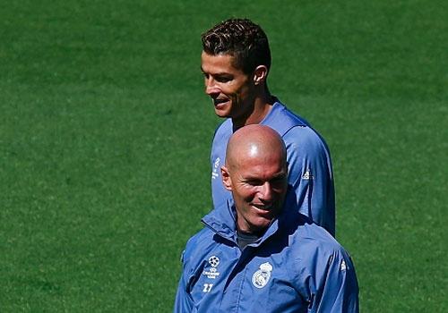 Zidane giao nhiem vu ghi ban cho Ronaldo, benh vuc Benzema hinh anh