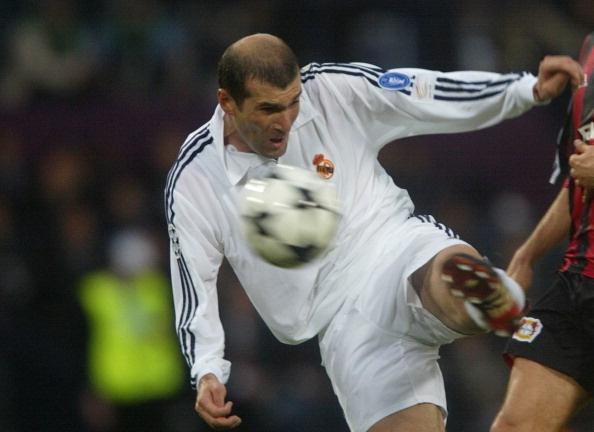 Tron 15 nam Zidane ghi tuyet pham anh 1