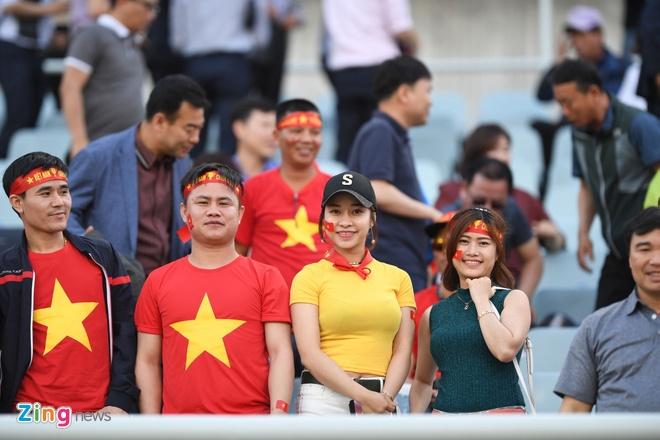 Canh sat va xe chong bao dong bao ve tran dau cua U20 Viet Nam hinh anh 20