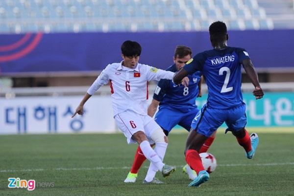 U20 Viet Nam 0-4 U20 Phap: Dinh Trong nhan the do hinh anh 41