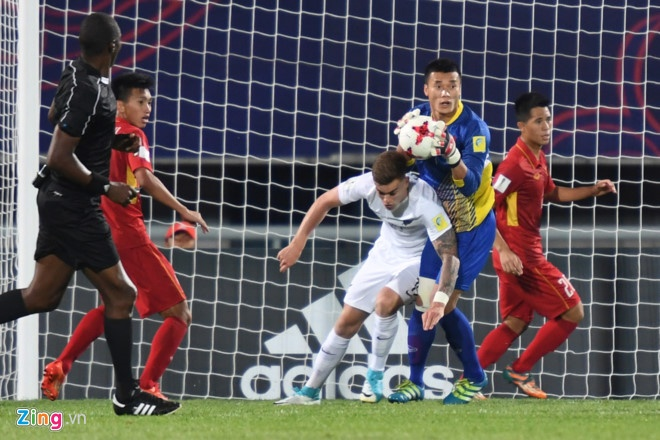 U20 Viet Nam 0-4 U20 Phap: Dinh Trong nhan the do hinh anh 13