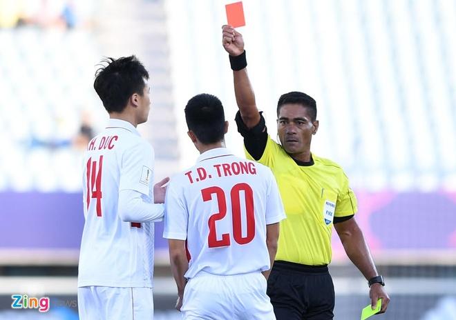 U20 Viet Nam 0-4 U20 Phap: Dinh Trong nhan the do hinh anh 1
