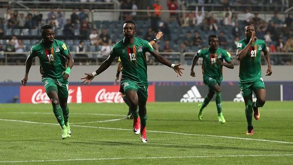 U20 Duc guc xuong san khi thua U20 Zambia 3-4, U20 Anh vao tu ket hinh anh 24