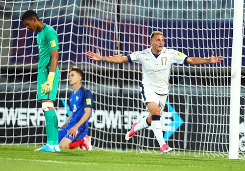 Ung vien vo dich U20 Phap dung buoc sau tran thua U20 Italy 1-2 hinh anh