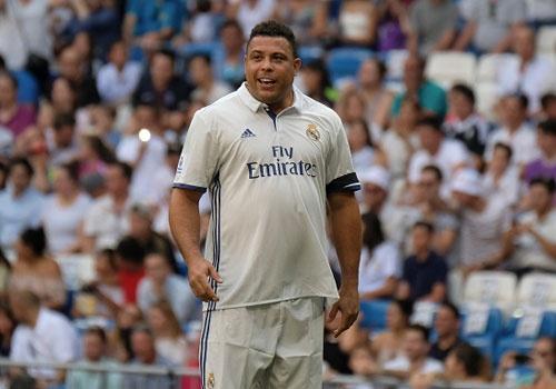 Ronaldo va Figo tai xuat, doi huyen thoai Real thang AS Roma 4-0 hinh anh