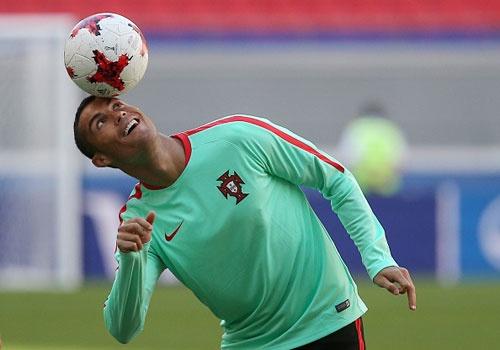 Ronaldo bieu dien ky thuat truoc tran ra quan o Confeds Cup hinh anh