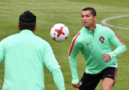 Ronaldo canh tranh danh hieu vua pha luoi Confeds Cup hinh anh