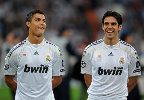 Kaka doi dau doi bong cu Real Madrid hinh anh