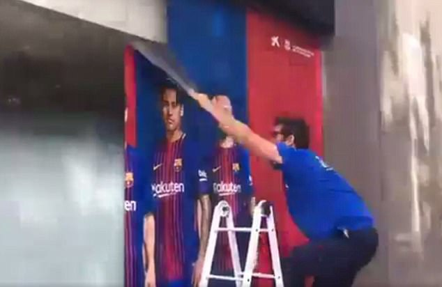 Barca go bo hinh anh cua Neymar o san Nou Camp hinh anh 1