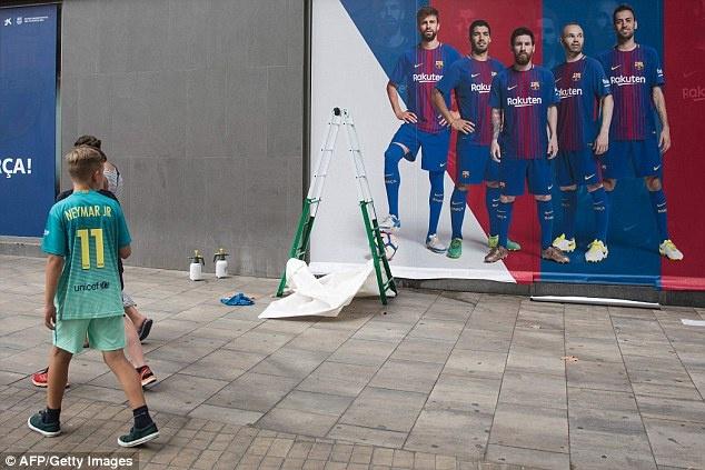 Barca go bo hinh anh cua Neymar o san Nou Camp hinh anh 4