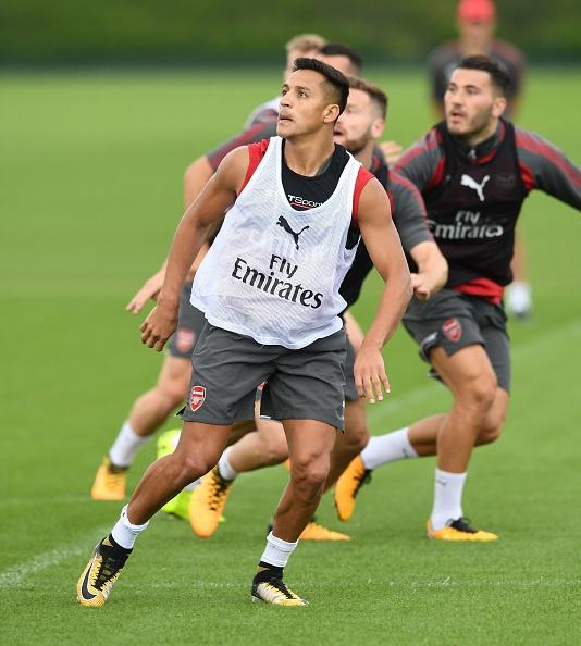 Alexis Sanchez vui ve tap luyen duoi troi mua hinh anh 3