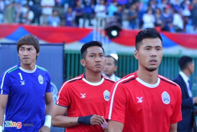 Doi tuyen Viet Nam chat vat thang Campuchia 2-1 hinh anh 16