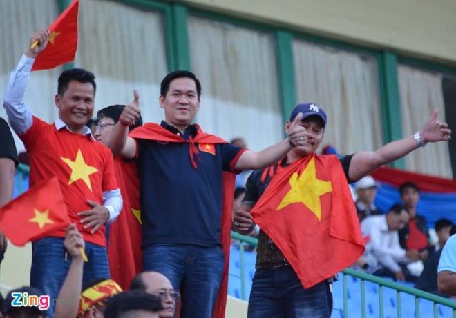 Doi tuyen Viet Nam chat vat thang Campuchia 2-1 hinh anh 12