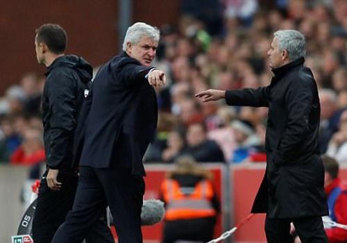 Mourinho tu choi bat tay Mark Hughes do bi lang ma hinh anh