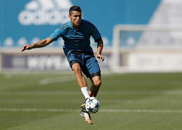 Ronaldo tich cuc chuan bi cho lan dau ra san mua nay hinh anh 2