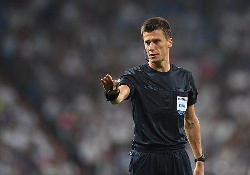 Trong tai mac sai lam 2 lan khi Real thang o Champions League hinh anh