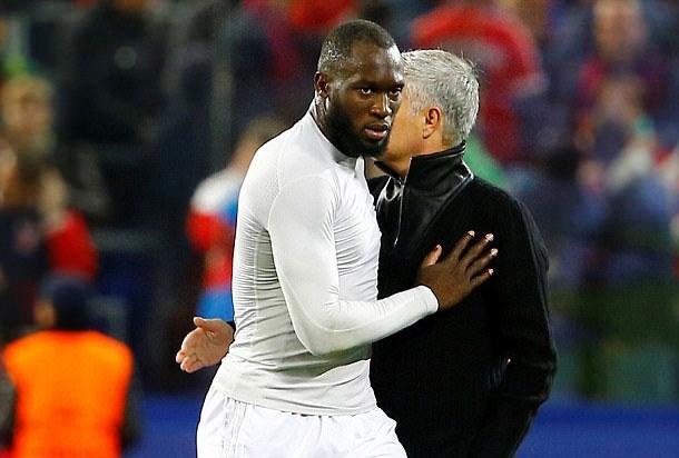 Jose Mourinho khong the cho Lukaku nghi ngoi hinh anh