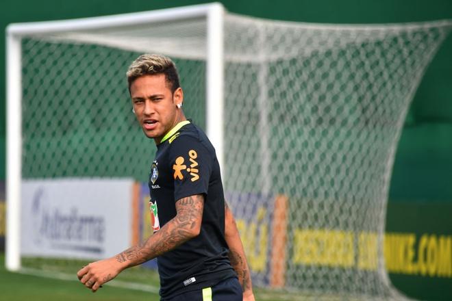 Neymar khoe anh chup cung huyen thoai 'Ro beo' hinh anh 5