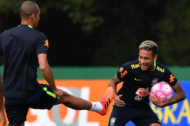 Neymar khoe anh chup cung huyen thoai 'Ro beo' hinh anh 3