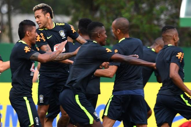 Neymar khoe anh chup cung huyen thoai 'Ro beo' hinh anh 4