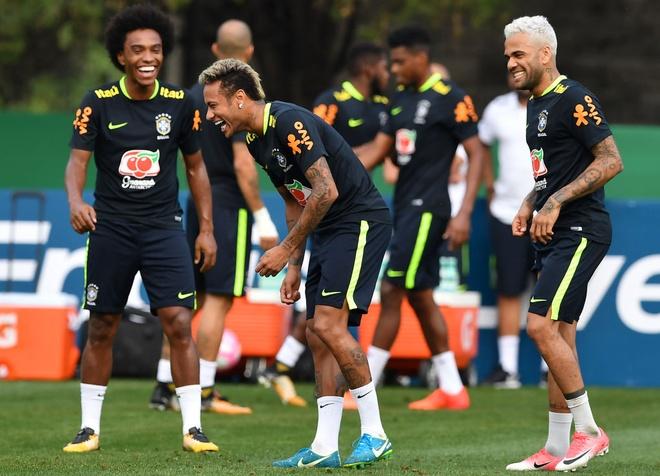 Neymar khoe anh chup cung huyen thoai 'Ro beo' hinh anh 2