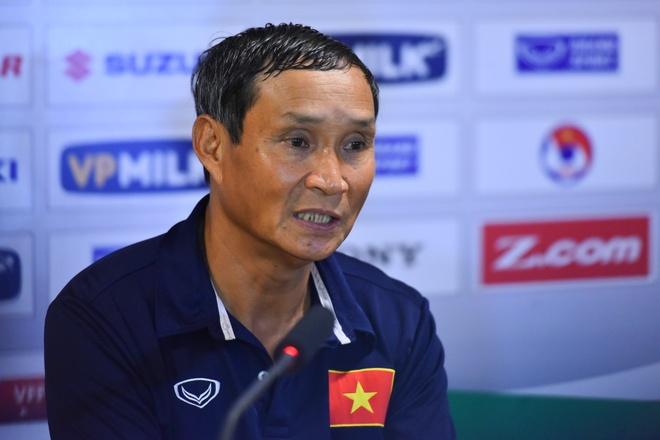 HLV Mai Duc Chung: 'Toi bat ngo khi DTVN thang dam Campuchia' hinh anh